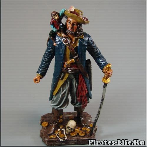 Статуэтка Пират